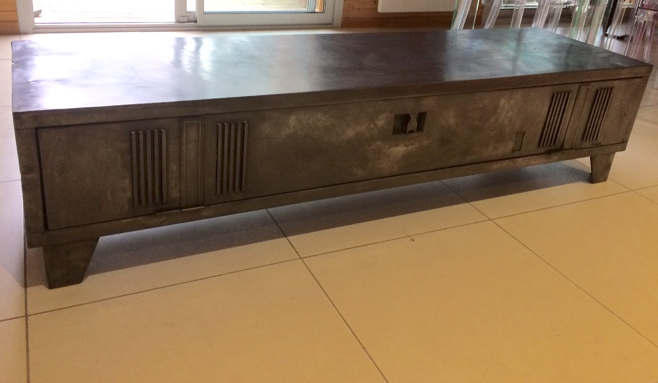 Exceptionnel Meuble vestiaire métallique détourné en meuble TV - epdesign.fr PH79