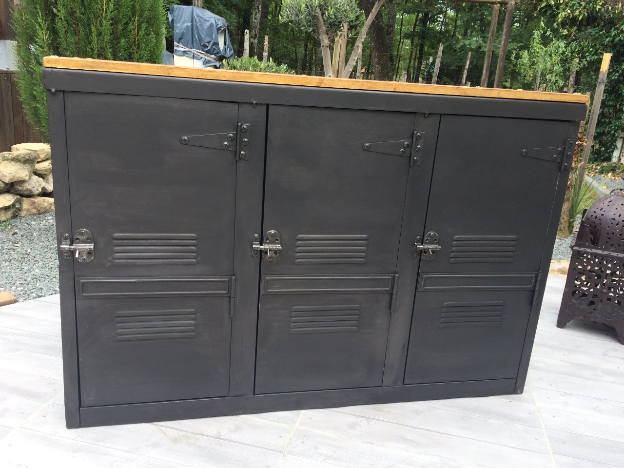 buffet metallique ancien triple vestiaire metallique. Black Bedroom Furniture Sets. Home Design Ideas