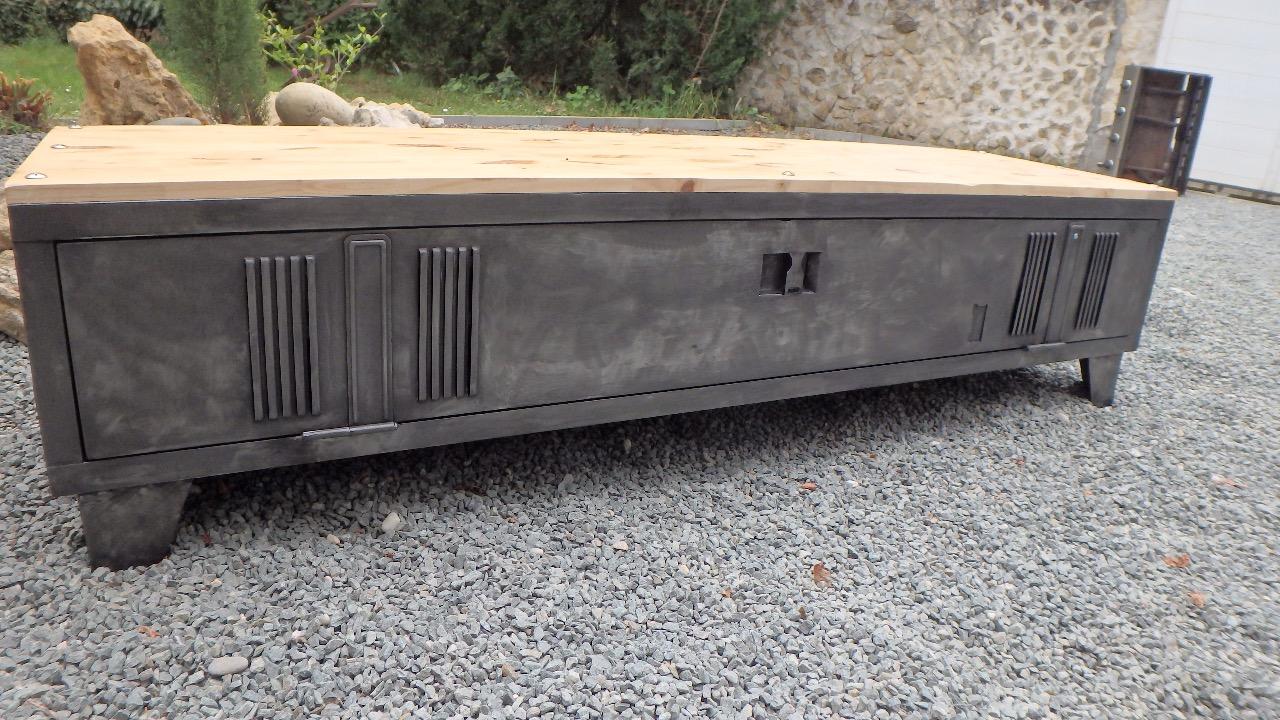Assez Meuble vestiaire métallique détourné en meuble TV - epdesign.fr AT92